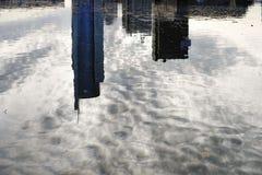 Les bâtiments au centre d'affaires au coucher du soleil minsk Photographie stock libre de droits