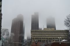 Les bâtiments brumeux après l'hiver fulminent à Boston, Etats-Unis le 11 décembre 2016 Photographie stock