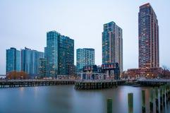 Les bâtiments du Long Island au coucher du soleil Images libres de droits