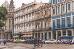 Les bâtiments historiques rayent les rues de vieille La Havane Photo libre de droits