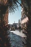 Les bâtiments iconiques de Rome ont tiré pendant un studytrip photographie stock