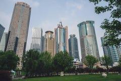 Les bâtiments modernes dans Lujiazui financent le secteur, Changhaï, Chine Photo stock