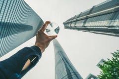 Les bâtiments modernes dans Lujiazui financent le secteur, Changhaï, Chine Photographie stock