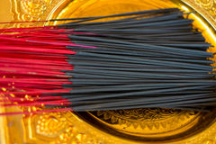 Les bâtons d'encens noirs, se ferment  photos stock