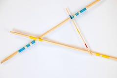 Les bâtons de Mikado ont dispersé sur le fond blanc - 8 images libres de droits