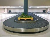 Les bagages de carrousel dans l'aéroport Image libre de droits