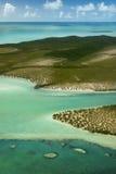Les Bahamas du ciel, île de forêt Photos stock