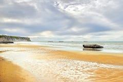 Les Bains, Normandía, Francia de Arromanches playa y rema de la orilla del mar imagenes de archivo