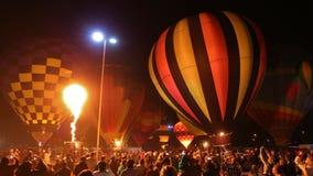 Les ballons à air chauds et un brûleur flambe Images libres de droits