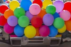 Les ballons pleins de la fierté sont prêts pour le défilé photos stock