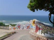 Les bancs carrelés dans l'amour se garent, Miraflores, Lima Photos libres de droits