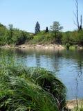 Les banques du sort de rivière, Lot-et-Garonne, FRANCE Photos stock