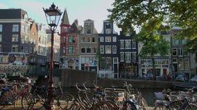 Les barres et les restaurants aux canaux d'Amsterdam - un grand endroit à détendre clips vidéos