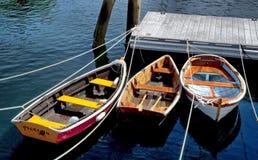 Les bateaux à rames ont amarré dans le port de Rockport, Maine Image stock
