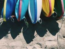 les bateaux colore quatre sports de kayak Photo libre de droits