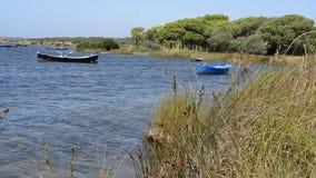 Les bateaux de Fisher déplacés par le vent violent Images libres de droits