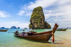 les bateaux de Long-queue chez Railay échouent dans Krabi, Thaïlande images libres de droits
