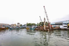 Les bateaux de pêche se tiennent dans le port de Galle, Sri Lanka Images stock
