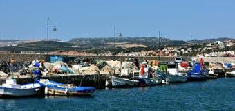 Les bateaux de pêche tous ont fini le travail pour le jour Photographie stock libre de droits