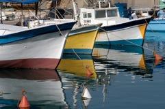 Les bateaux du pêcheur amarrant dans le vieux port de Jaffa Photographie stock libre de droits
