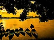 Les bateaux en rivière Photos libres de droits