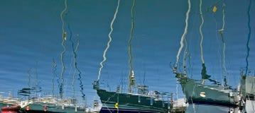 Les bateaux et les yachts de luxe grands ont amarré dans le port de Duquesa en Espagne en fonction images libres de droits