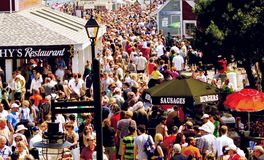 Les bateaux grands hébergent le festival d'été Images stock