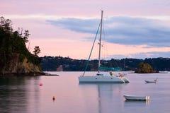 Les bateaux ont amarré à Russell Photo stock