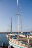 Les bateaux ont amarré dans le port de Chania Photos stock