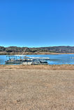 Les bateaux ont amarré pour s'accoupler au lac Casitas pendant la sécheresse Photos libres de droits
