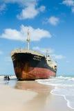 Les bateaux ORAPIN 4 ont heurté par des vagues se brisant à terre. Images libres de droits