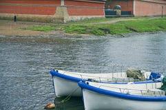 Les bateaux s'approchent de la forteresse Images libres de droits
