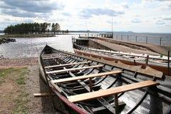 Les bateaux s'approchent de Tällberg (Dalarna, Suède) Images libres de droits