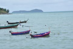 Les bateaux sur la plage Image stock