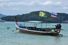 Les bateaux sur la plage Photo stock