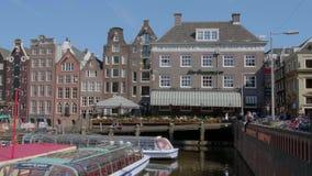 Les beaux bâtiments autour des canaux d'Amsterdam - AMSTERDAM - LES PAYS-BAS - 19 juillet 2017 banque de vidéos