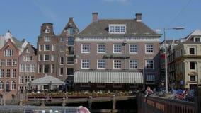 Les beaux bâtiments autour des canaux d'Amsterdam - AMSTERDAM - LES PAYS-BAS - 19 juillet 2017 clips vidéos