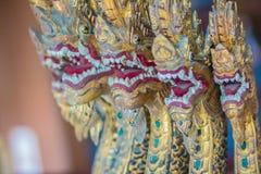 Les beaux 7 naga de têtes ont imploré le modèle dans la péniche royale Anantan image stock