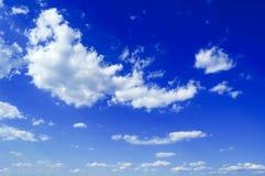 Les beaux nuages. Images libres de droits