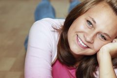 Les beaux sourires de fille Photographie stock libre de droits
