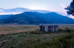 Les belles montagnes du parc national du Maiella dedans image stock