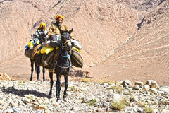 Les Berbers sont des indigènes aux montagnes d'atlas du Maroc Photographie stock libre de droits