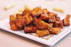 Les berenjenas espagnols escroquent miel de cana, aubergines frites avec des molass Images stock