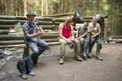 Les bergers déjeunent sur le fond de la vie traditionnelle Photos stock