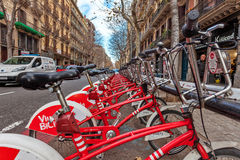 Les bicyclettes postent à Barcelone Images stock