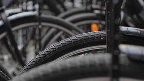 Les bicyclettes se ferment  banque de vidéos