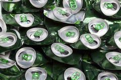 Les bidons de bière chiffonnés images stock