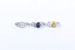 Les bijoux d'anneaux sont populaires avec les filles Un symbole de l'amour et du Th Photo libre de droits