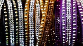 Les bijoux des femmes des matériaux précieux photo stock