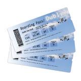 Les billets de carte d'embarquement de ligne aérienne vers Dublin ont isolé sur le blanc Image libre de droits